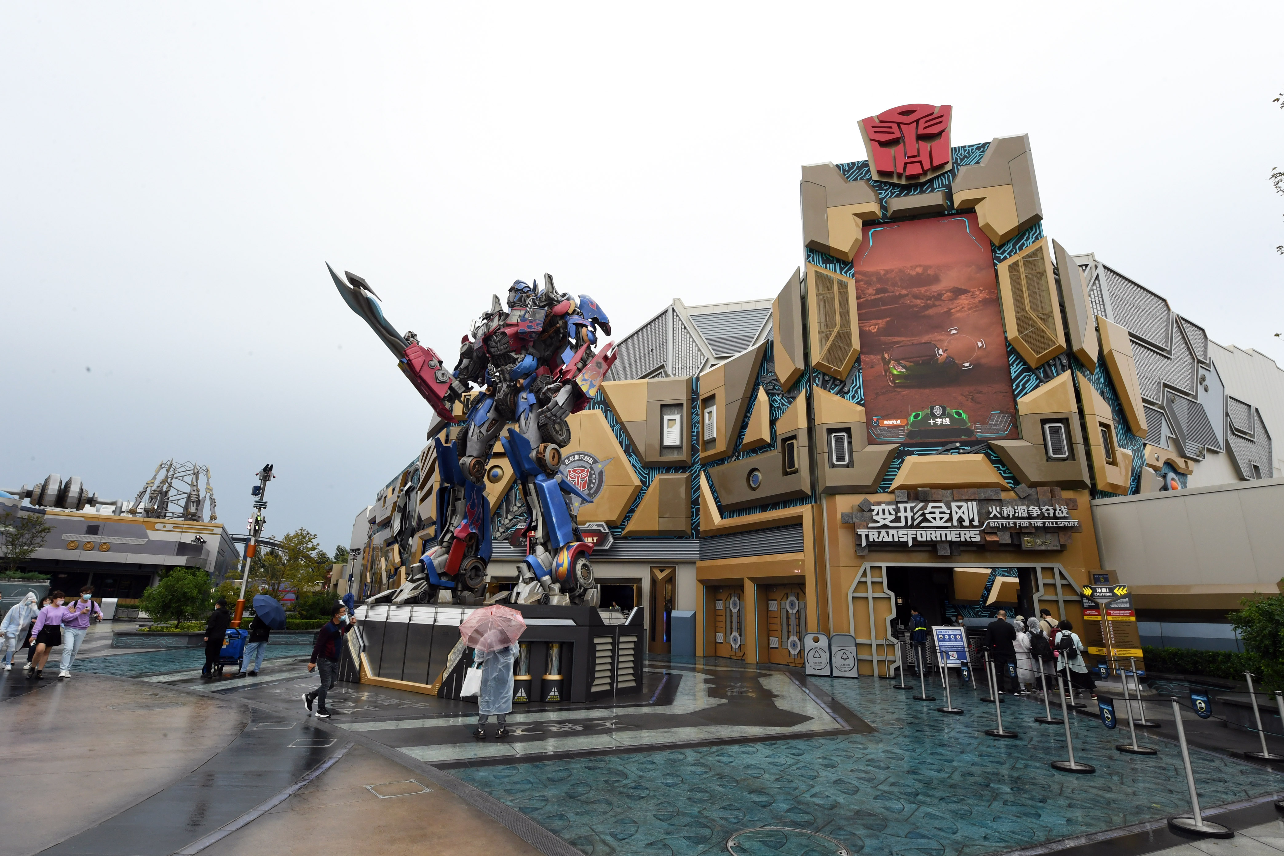 环球影城除利用经典电影吸引粉丝,也努力添加中文迎合中国消费者。新华社(photo:AppleDaily)