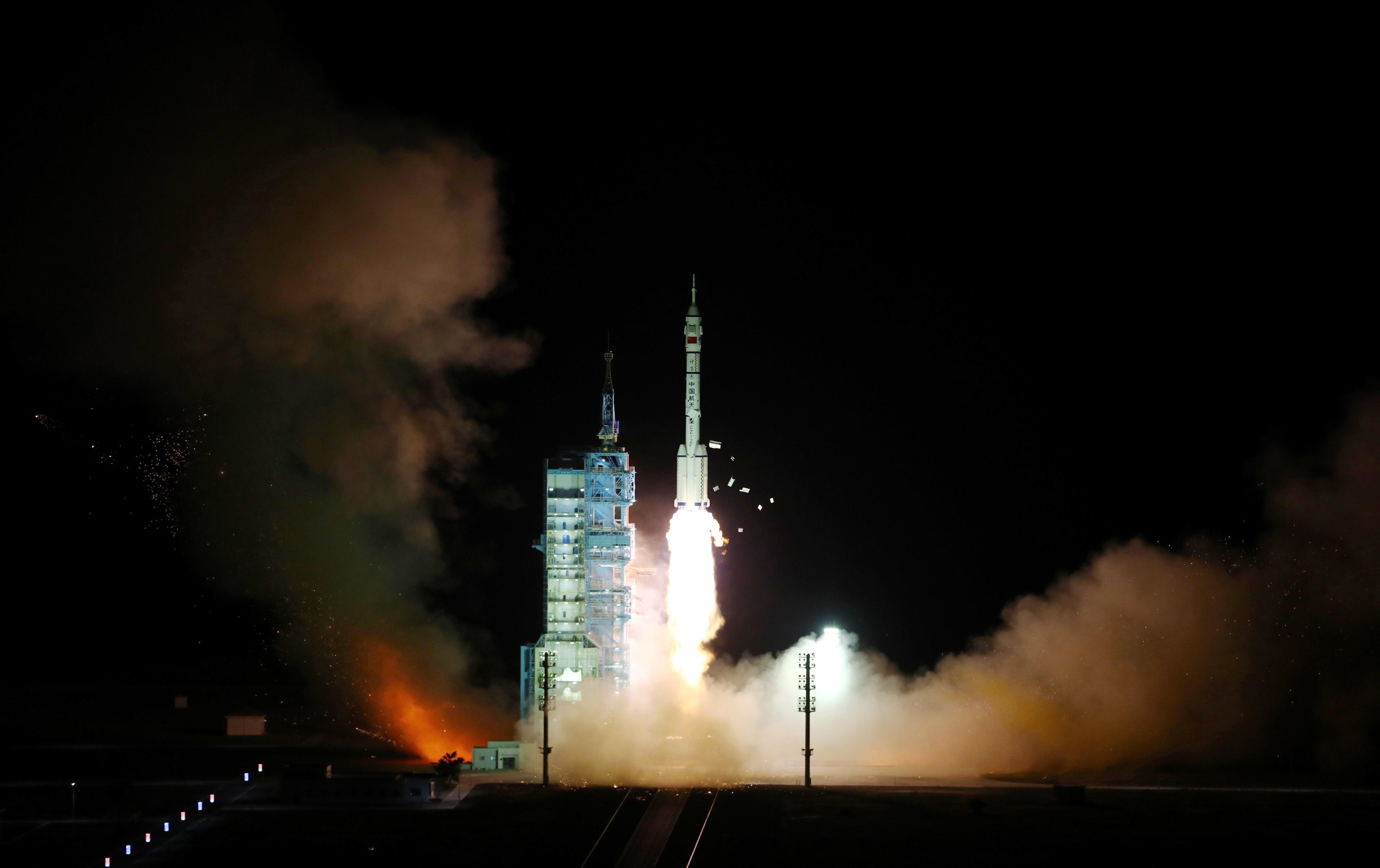 神舟十三号载人太空船升空。新华社(photo:AppleDaily)