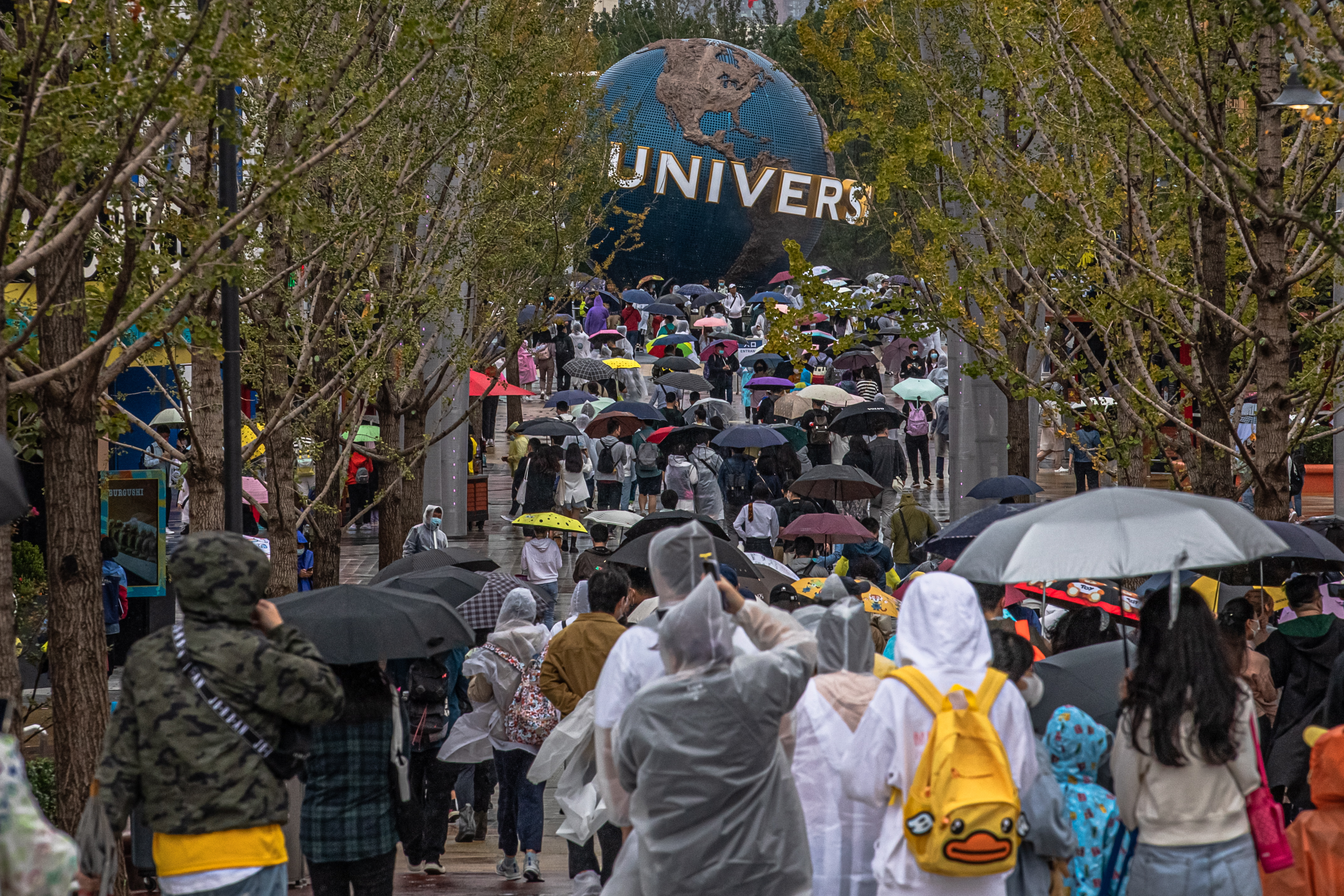 环球影城开园首日,民众大排长龙。欧新-埃菲社(photo:AppleDaily)