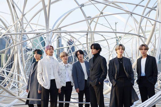 오늘 컴백' 방탄소년단, 'CONNECT, BTS' 뉴욕 전시 방문..전세계 관심 폭발[공식] - 조선일보