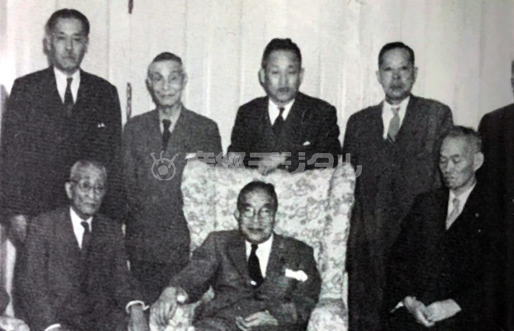 昭和30年に開かれた同交会をしのぶ会。右端が世耕弘一氏(回想 世耕弘一所収)