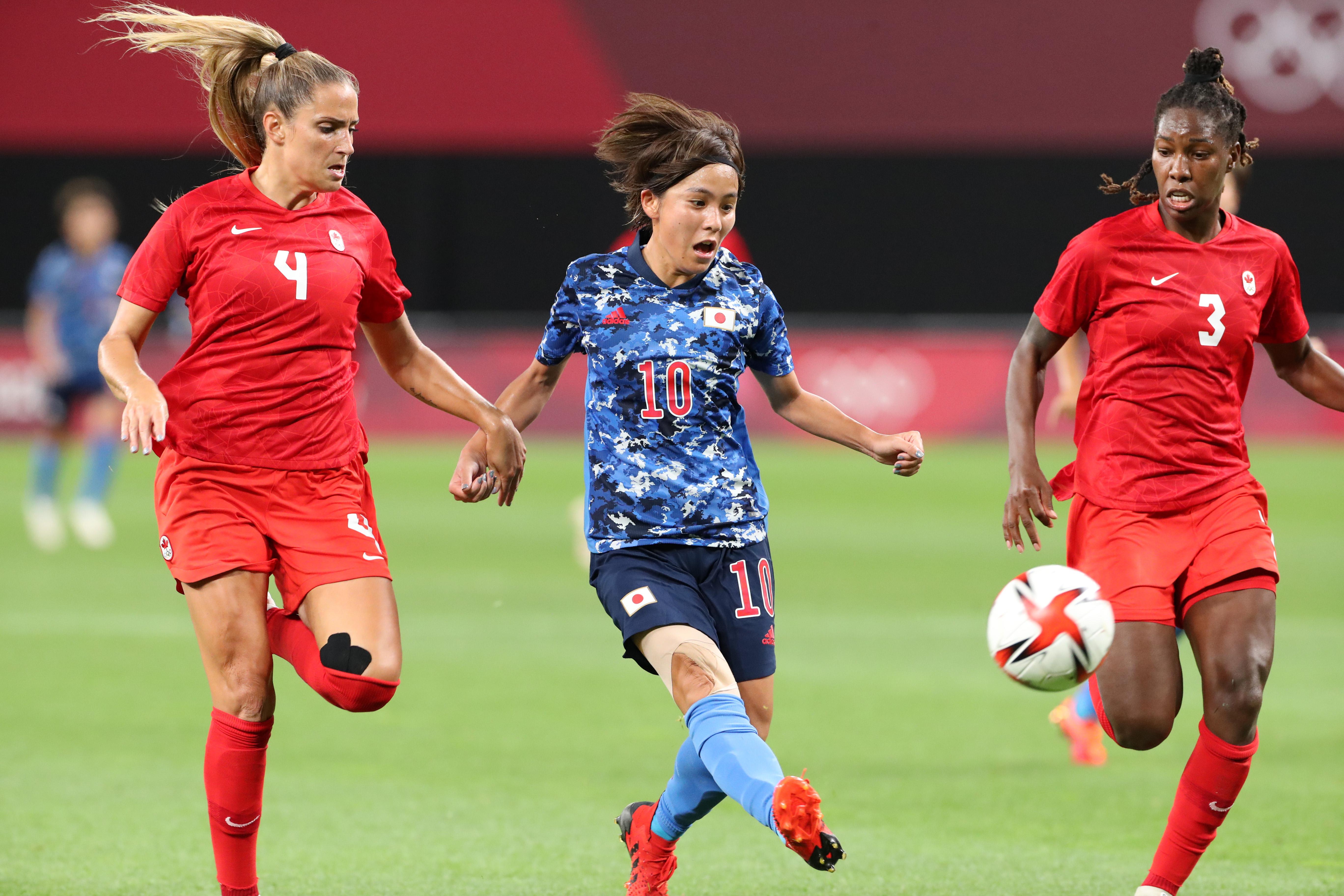 【東京五輪2020 サッカー女子 予選】<日本対カナダ> 後半、ゴールを決める岩渕真奈 =21日、札幌ドーム(撮影・村本聡)