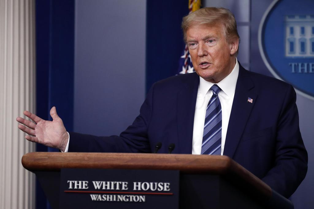 米ホワイトハウスで会見するトランプ大統領=21日(AP)