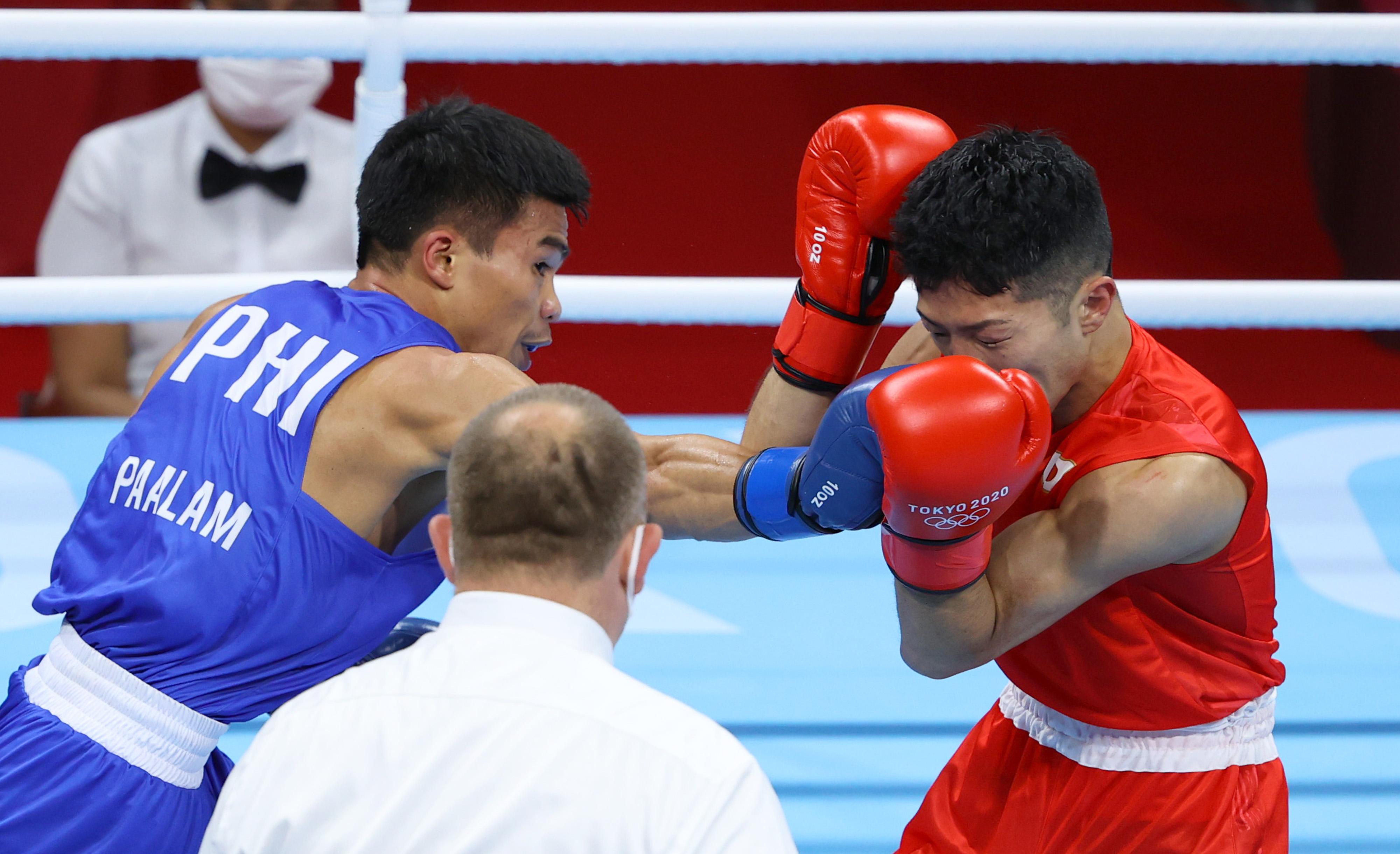 【東京五輪2020 ボクシング】〈男子フライ級 準決勝〉 フィリピンのパーラムと対戦する田中亮明(右)=5日、両国国技館(納冨康撮影)