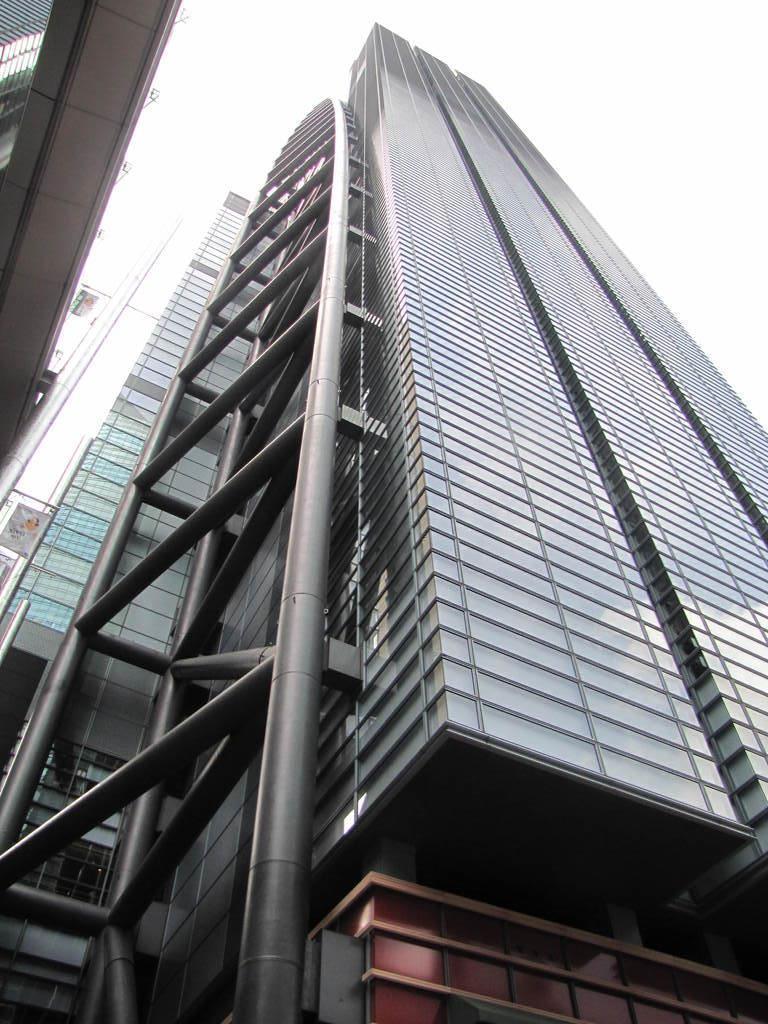 日本テレビ本社=2011年4月10日、東京・汐留(原田史郎撮影)