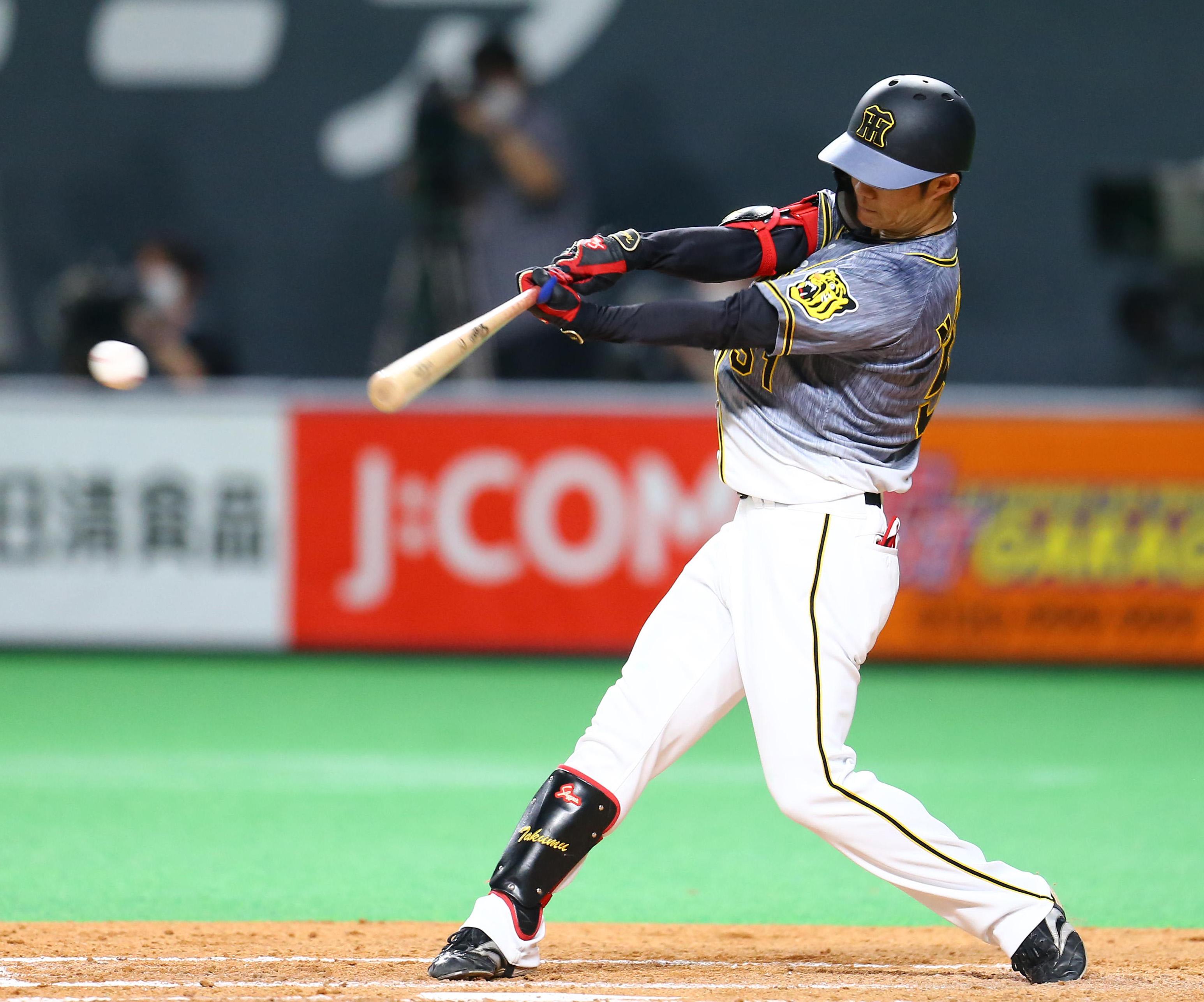 五回に先制打を放つ中野。2番として申し分ない活躍だ(撮影・三浦幸太郎)