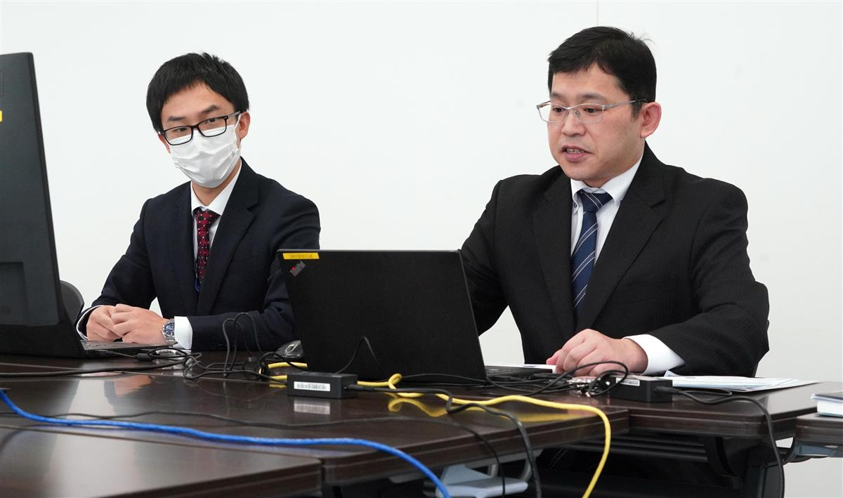 セミナーに臨む東京商工リサーチの入江宏幸さん(右)=16日午後、大阪市西区(前川純一郎撮影)