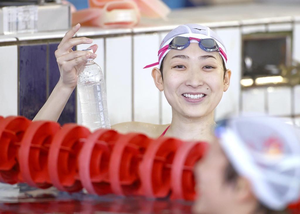 報道陣に練習を公開した競泳の池江璃花子=2日、東京都内(納冨康撮影)