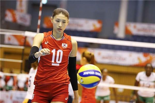 バレー女子の韓国代表で主将のキム・ヨンギョンは若手に苦言を呈した(国際バレーボール連盟のホームページから)