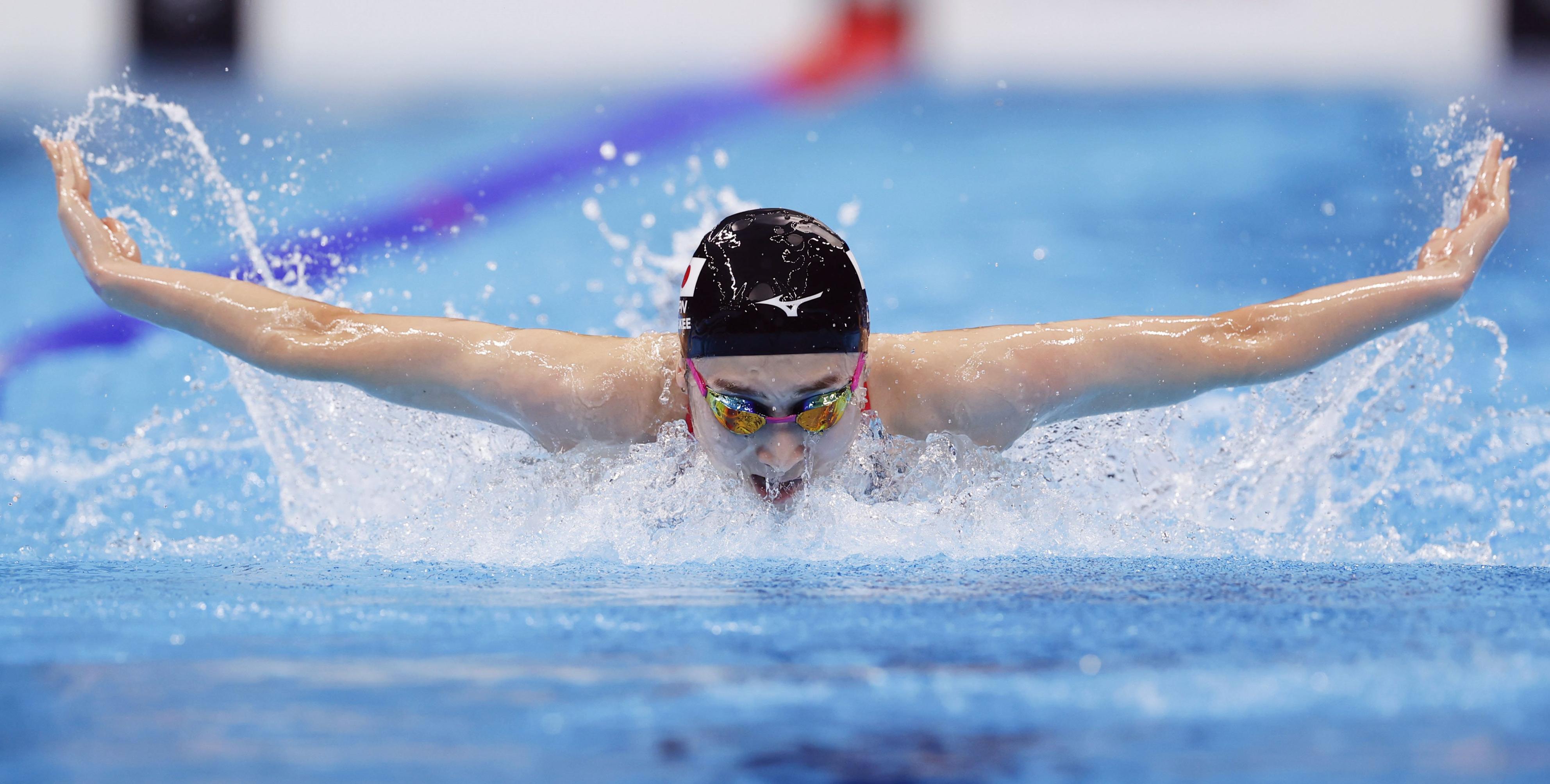 女子400メートルメドレーリレー決勝 バタフライで力泳する第3泳者の池江璃花子=東京アクアティクスセンター