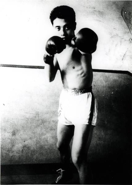 プロボクサーだったころの安藤忠雄氏=昭和33年