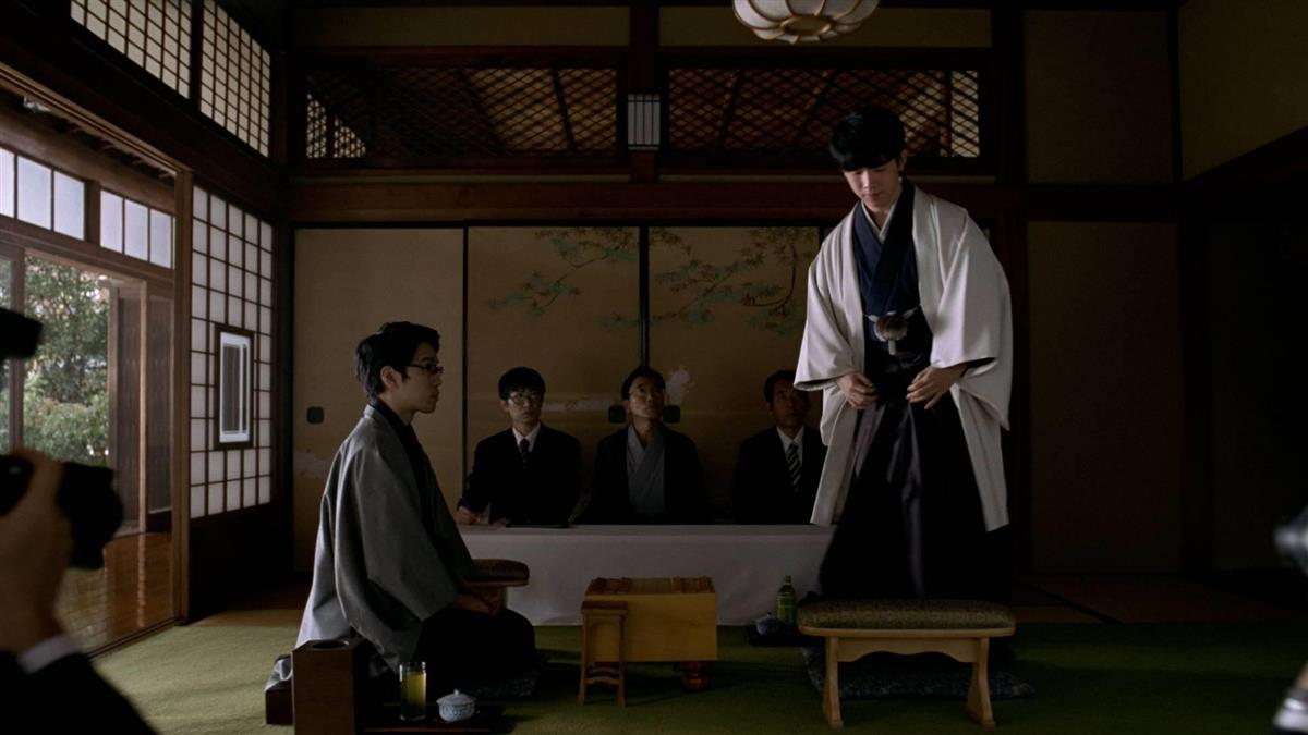 藤井聡太棋聖が出演した、サントリー緑茶の伊右衛門新CM「伊右衛門 こころが整う」編の一場面
