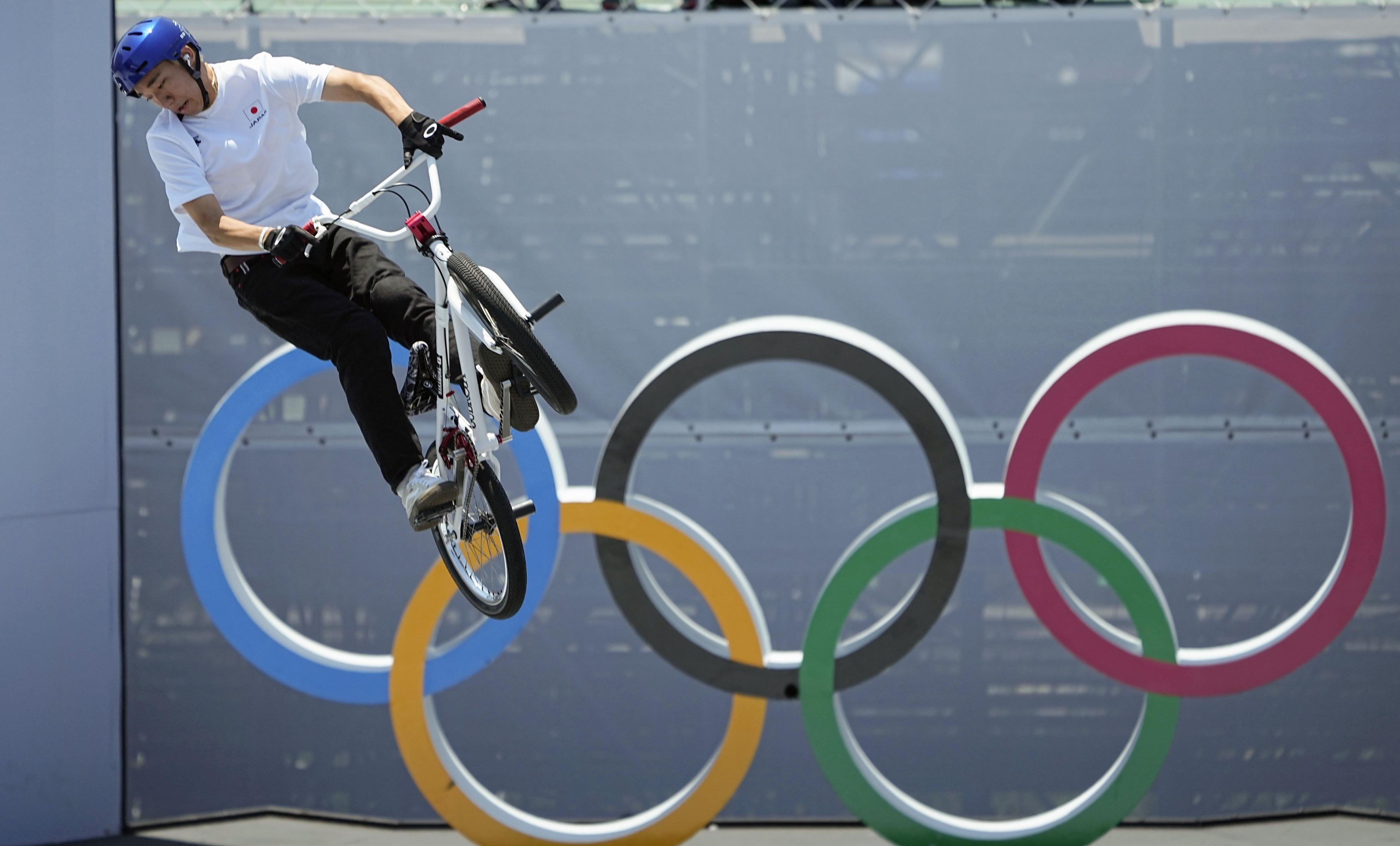男子BMXフリースタイル・パーク決勝 トリックを決める中村輪夢=有明アーバンスポーツパーク