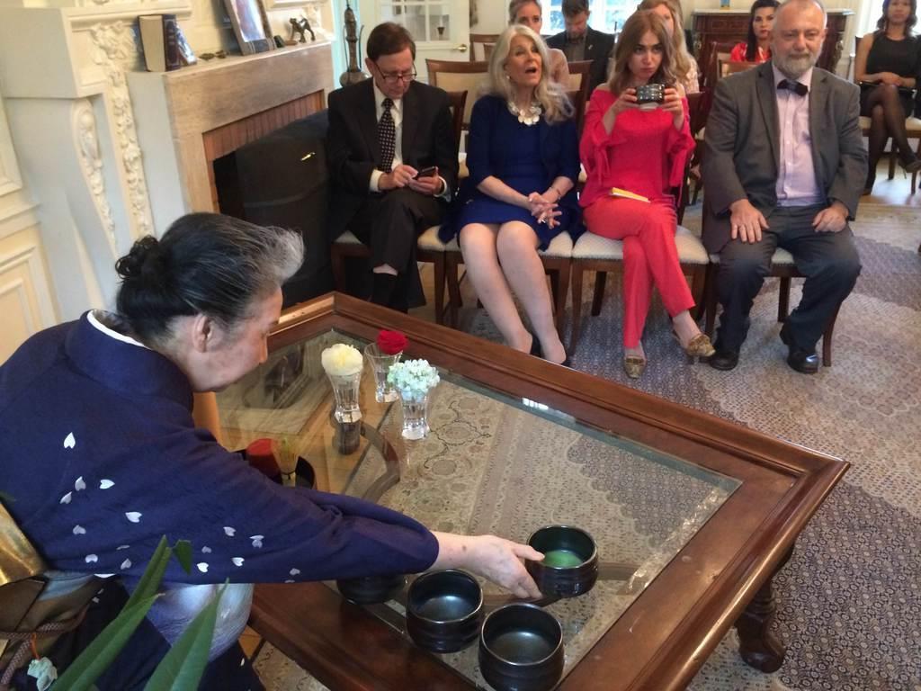 10日、米ワシントンのチェコ大使公邸で開かれた茶会(黒瀬悦成撮影)