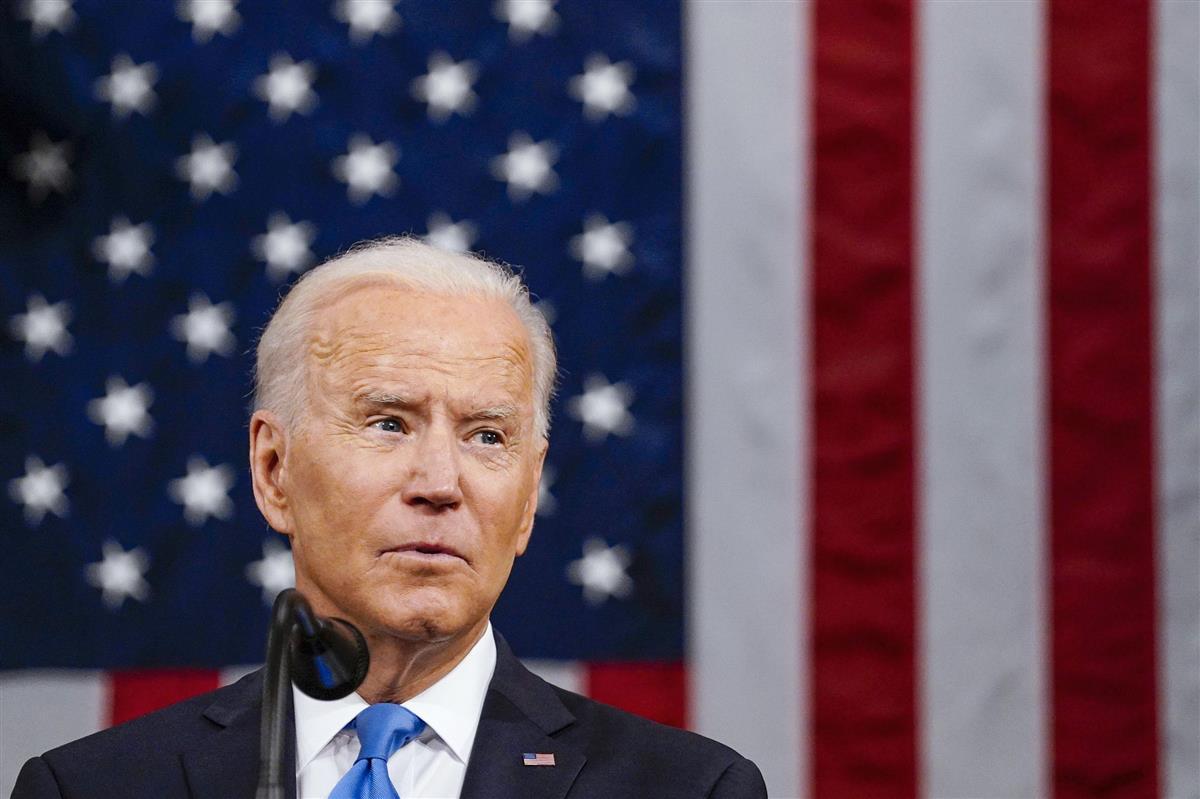 28日、米上下両院合同会議で演説するバイデン大統領=ワシントン(ワシントン・ポスト紙提供、AP=共同)