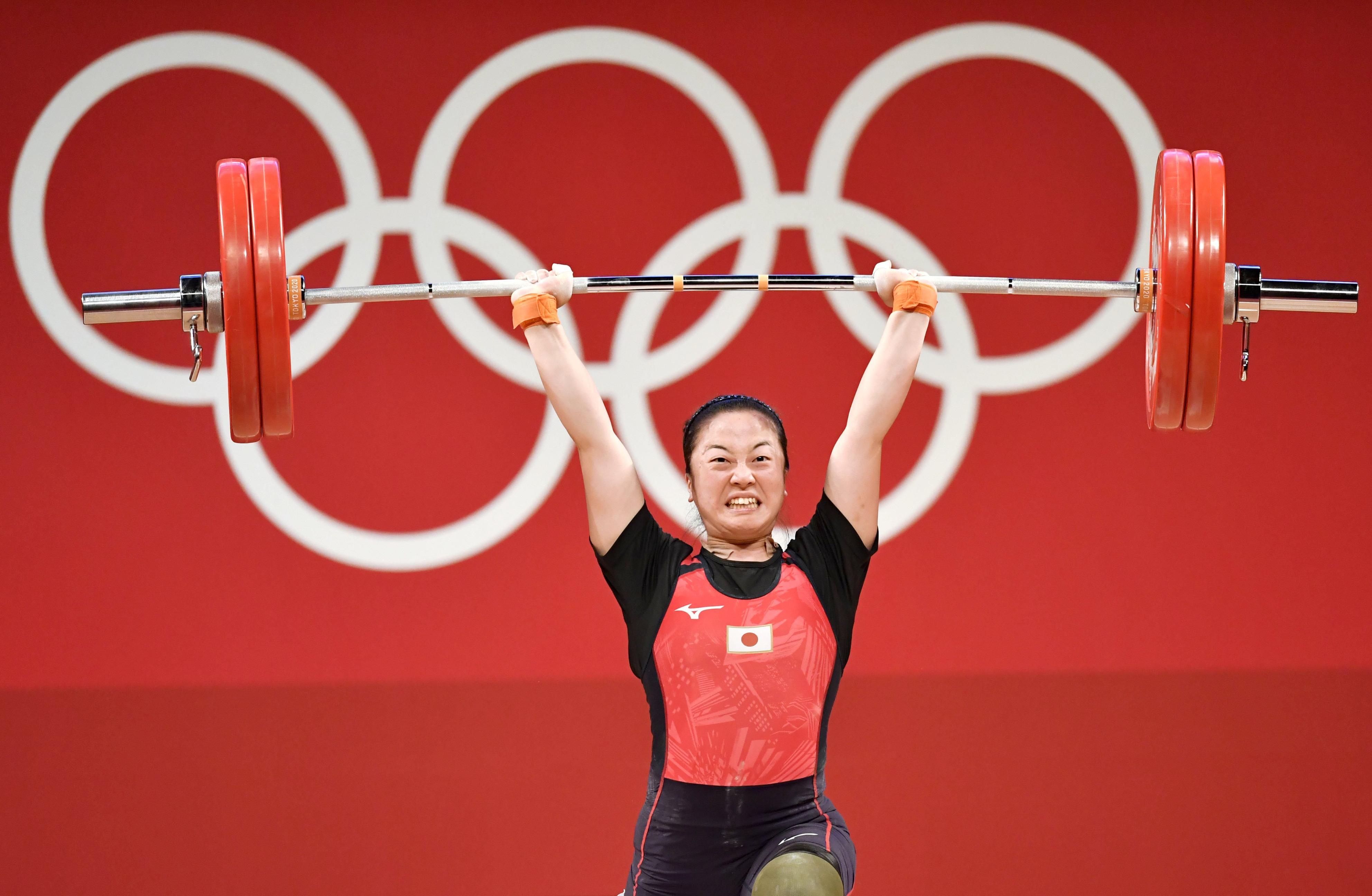 女子59キロ級 ジャークで120キロに成功した安藤美希子。銅メダルを獲得した=東京国際フォーラム