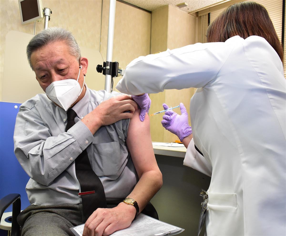 桜ケ丘病院の医療関係者に、静岡県内第1陣の新型コロナウイルスワクチン先行接種が始まった=19日、静岡市清水区(田中万紀撮影)