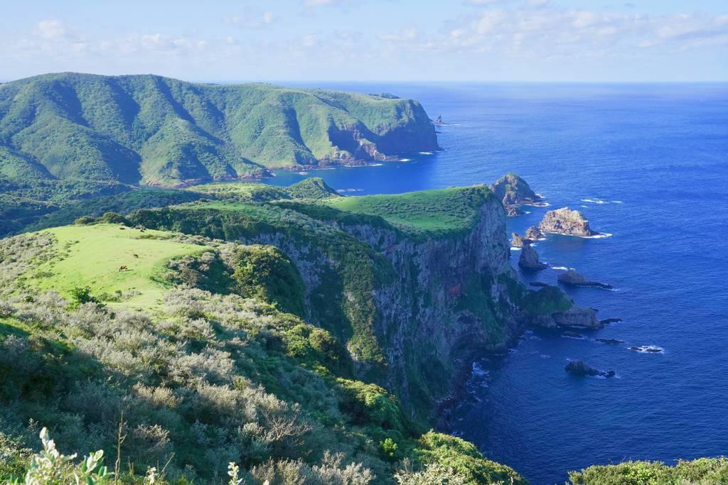 隠岐諸島の一つ、西ノ島の摩天崖を望む。波と風に浸食された大絶壁は壮観だ