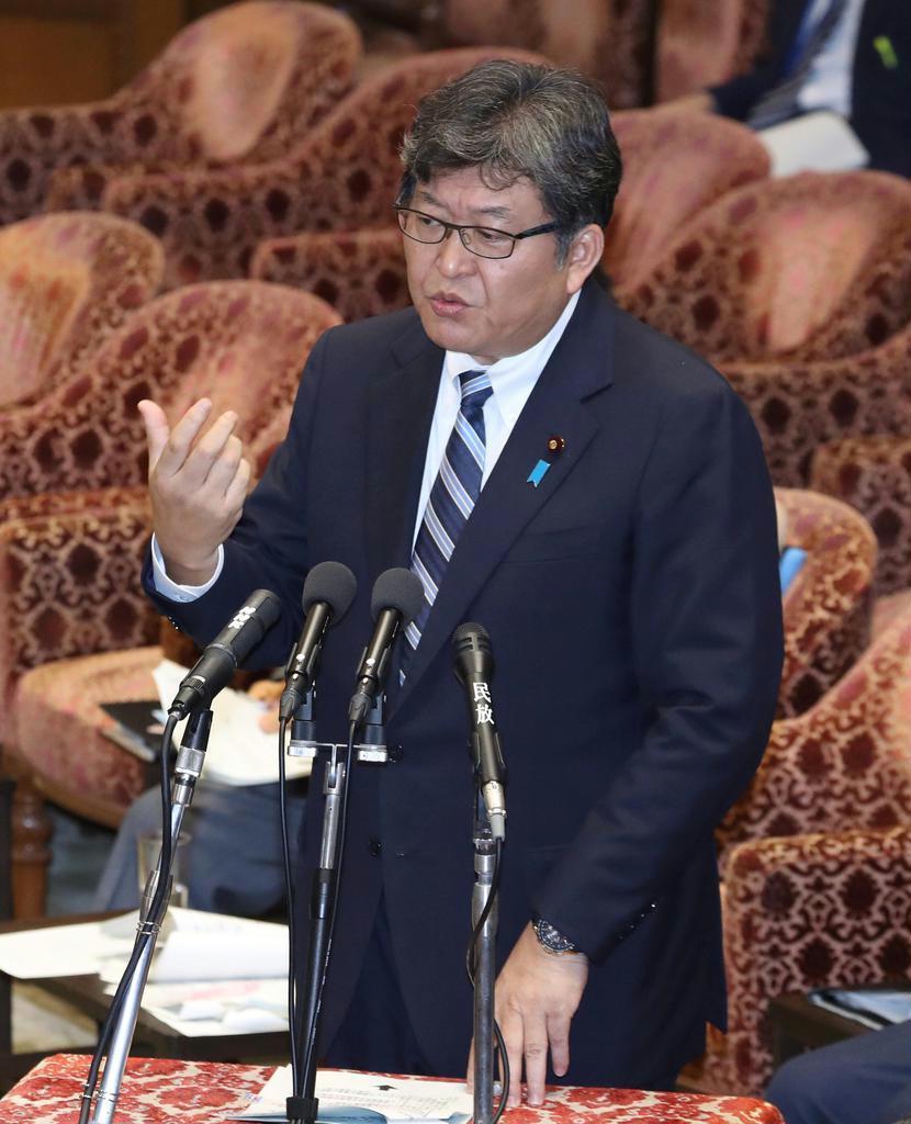 衆院予算委員会で答弁する萩生田光一文科相。英語民間検定試験をめぐる混乱で、野党の批判が集中した
