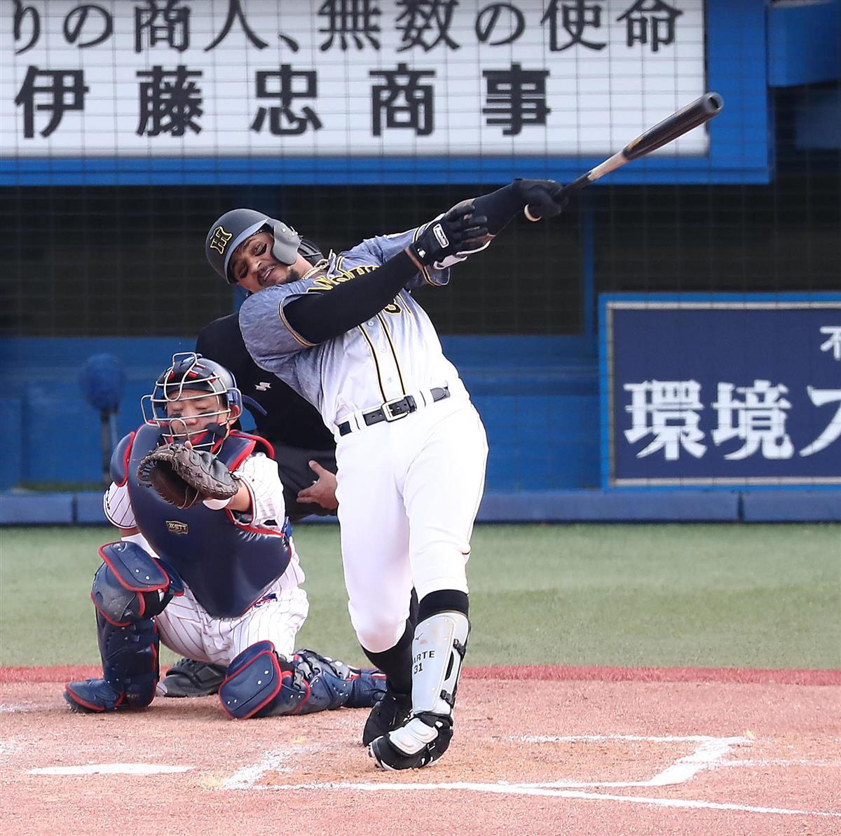 【プロ野球ヤクルト対阪神】7回、本塁打を放つ阪神・ジェフリー・マルテ=神宮球場(宮沢宗士郎撮影)
