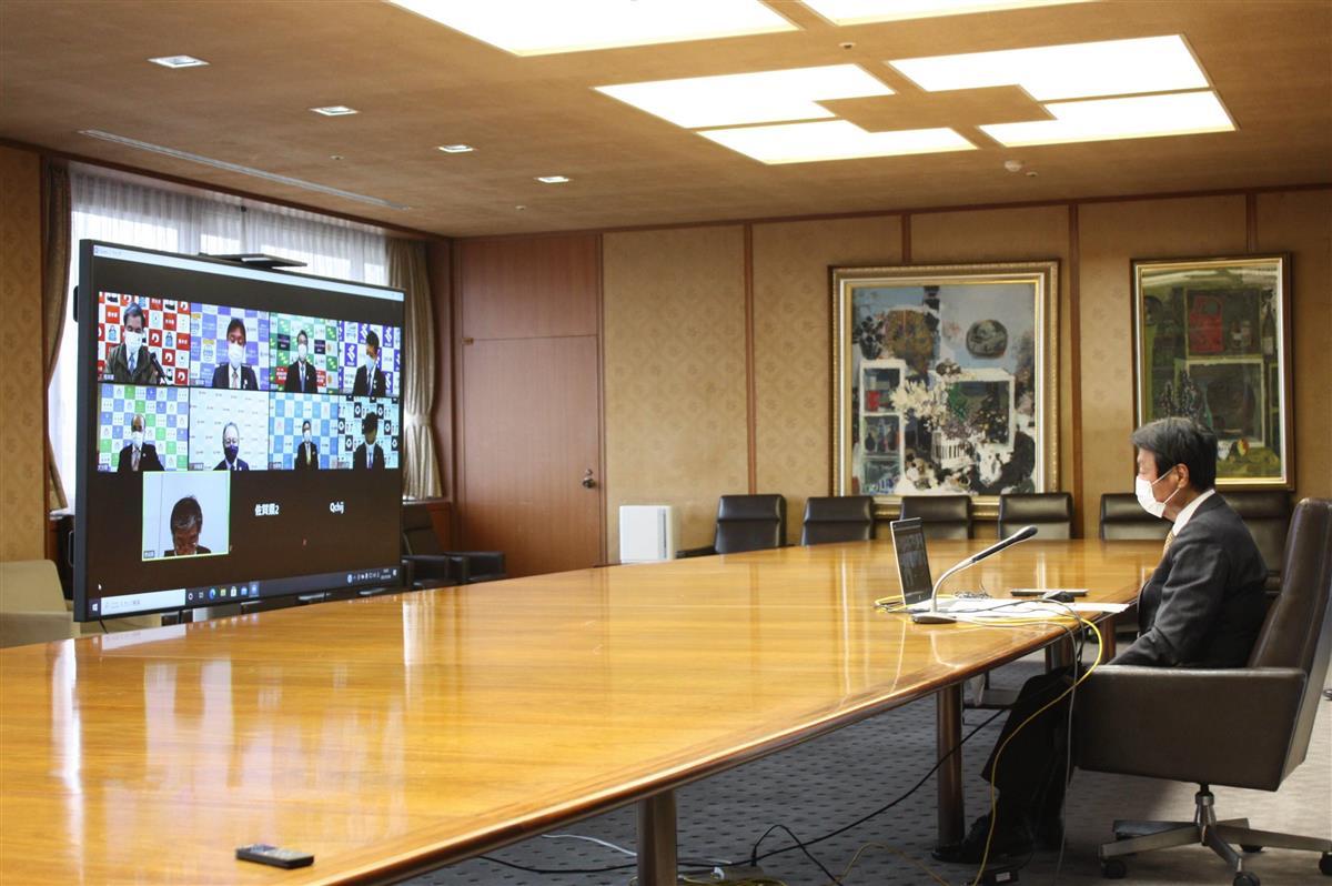 福岡県の小川洋知事(右)らが出席した九州地方知事会の臨時ウェブ会議=福岡県庁
