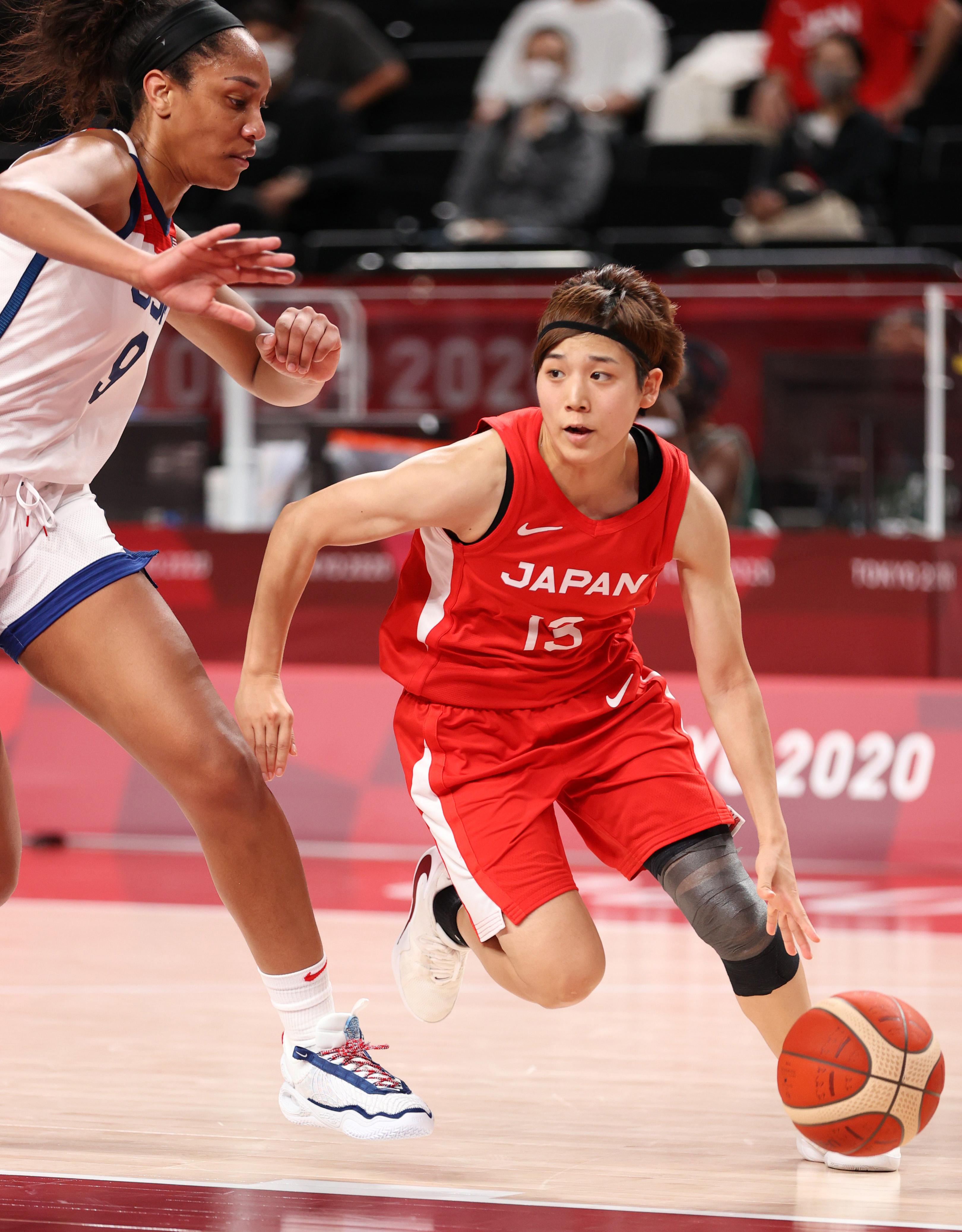 【東京五輪2020 バスケットボール】女子バスケットボール決勝 <日本対米国> 第2クオーター、ドリブルで突破する町田瑠唯=8日、さいたまスーパーアリーナ(恵守乾撮影)