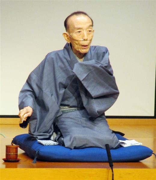 高座で落語「小間物屋政談」を口演する桂歌丸さん。平成29年8月以来、久しぶりの寄席復帰になった=4月
