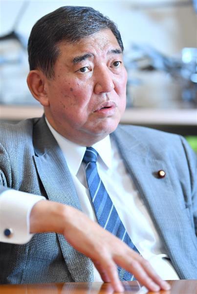 インタビューを受ける自民党の石破茂衆院議員=15日午後、東京都千代田区(納冨康撮影)