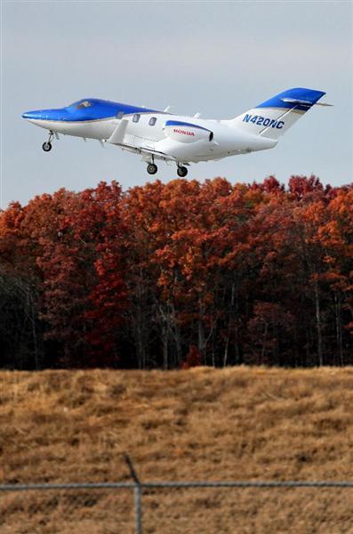 試験飛行のため離陸するホンダジェット=2014年11月25日、米ノースカロライナ州(早坂洋祐撮影)