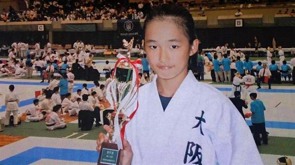 中学2年で「はまなす杯全国中学生空手道選抜大会」に出場したときの清水さん。中学時代は全国の頂点には立てなかった=2008年3月、北海道(本人提供)
