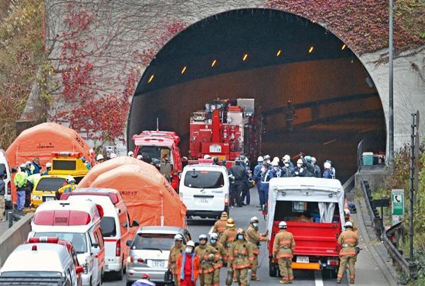 天井崩落事故が起きた中央自動車道上り線・笹子トンネル。事故の教訓として、道路を確実に維持管理するための仕組みづくりの必要性が指摘された=平成24年12月2日午後、山梨県大月市(桐原正道撮影)