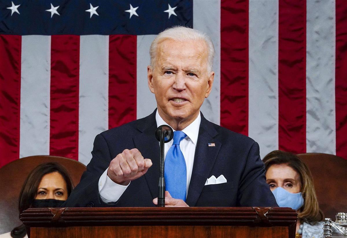 28日、米議会で演説するバイデン大統領(ワシントン・ポスト紙提供、AP)